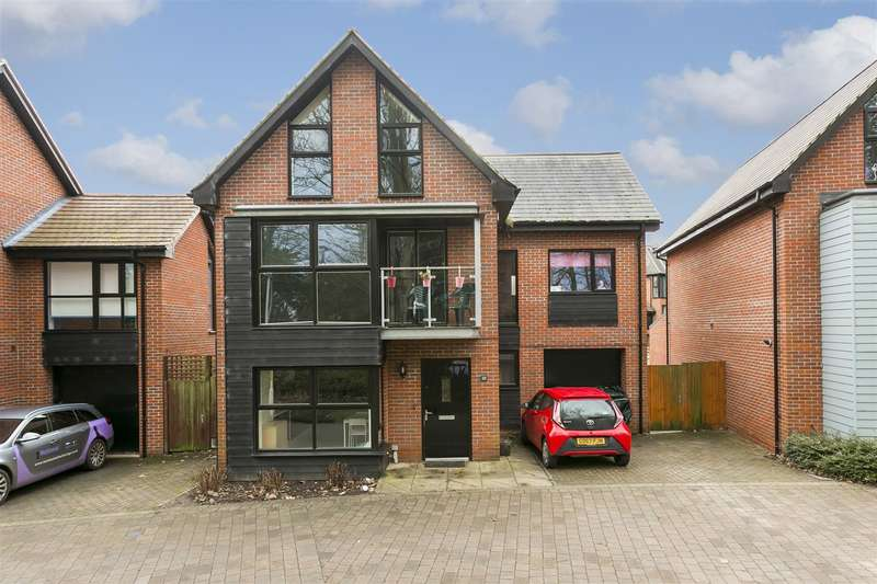 5 Bedrooms Detached House for sale in Beadsman Crescent, Leybourne, West Malling