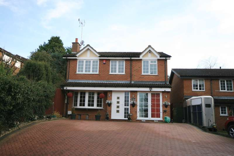 4 Bedrooms Detached House for sale in Lichfield Drive, East Hunsbury, Northampton, NN4