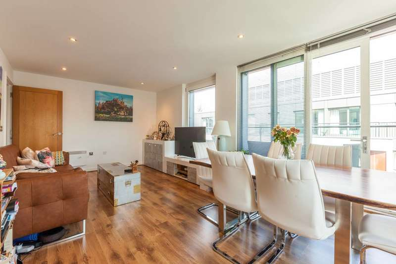 1 Bedroom Flat for sale in Cannon Court, Clerkenwell, EC1V
