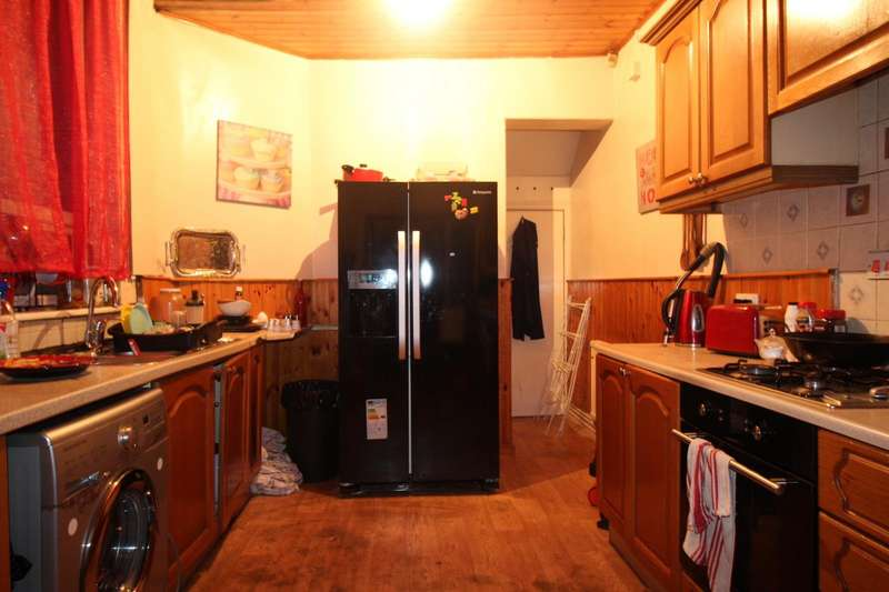 3 Bedrooms House for sale in Cecil Road, Eccles, Manchester, Greater Manchester, M30