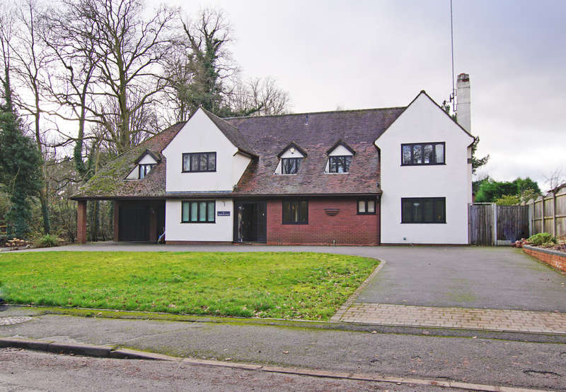 6 Bedrooms Detached House for sale in Station Road, Blackwell, B60 1QB