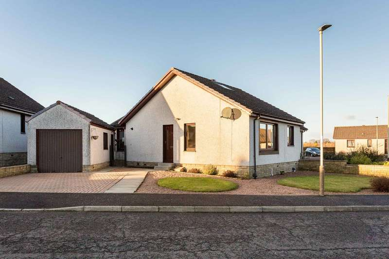 3 Bedrooms Semi Detached Bungalow for sale in Gowan Rigg, Forfar, Angus, DD8 2EE