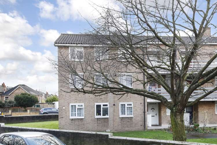 2 Bedrooms Flat for sale in Brockley Grove London SE4