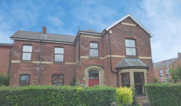 4 Bedrooms Detached House for sale in Blackpool Road, Preston, PR2