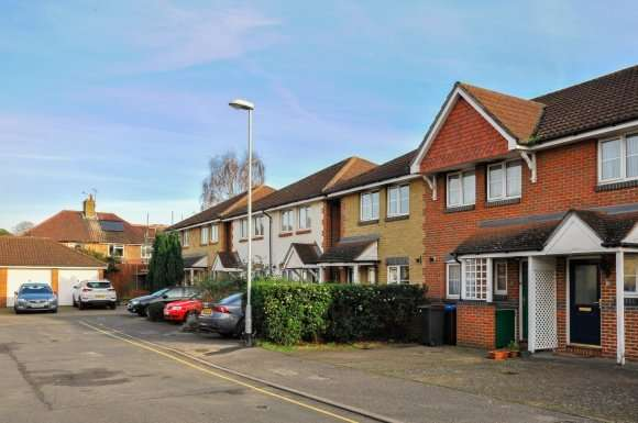 2 Bedrooms Property for rent in Hastings Drive, Surbiton KT6 5NX