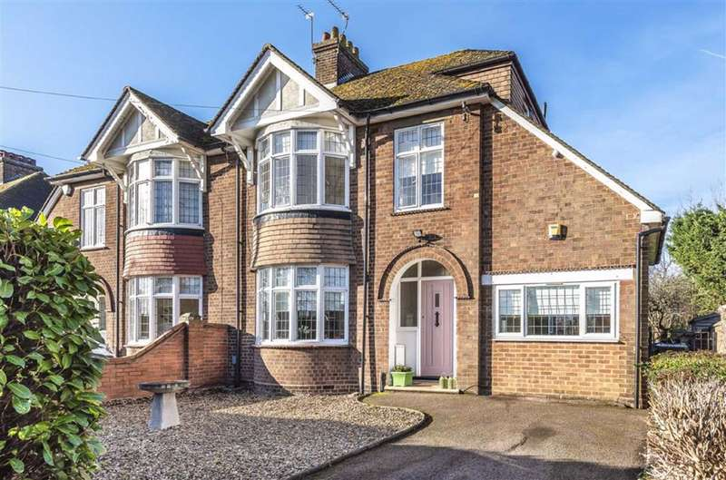 4 Bedrooms Semi Detached House for sale in Newnham Avenue, Bedford