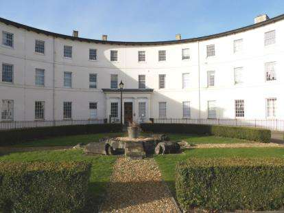 3 Bedrooms Flat for sale in The Crescent, Gloucester, Gloucestershire, Glos