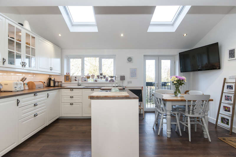 3 Bedrooms Town House for sale in The Green, Long Whatton, Loughborough
