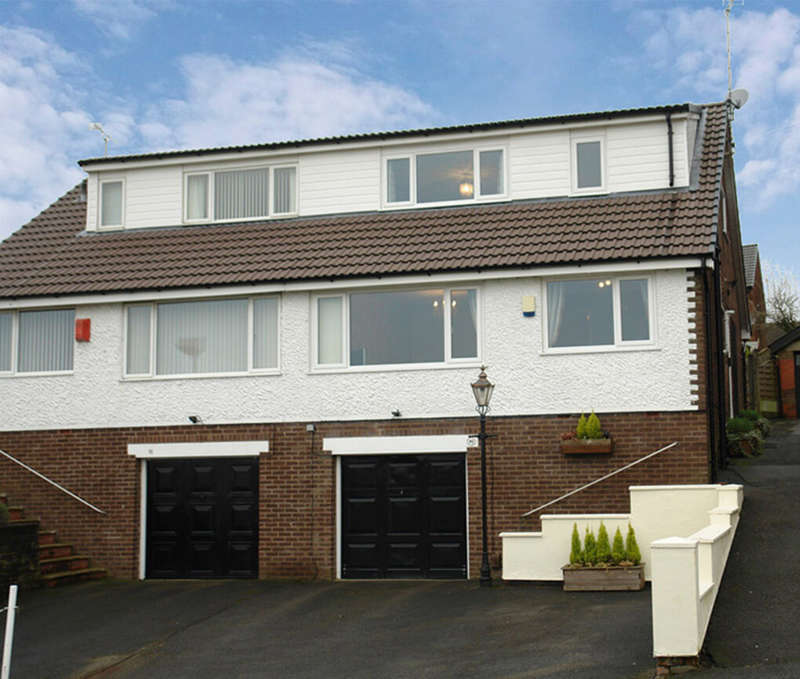 3 Bedrooms Semi Detached House for sale in Fir Lane, Royton