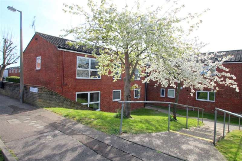 2 Bedrooms Flat for sale in Britten Close, Colchester