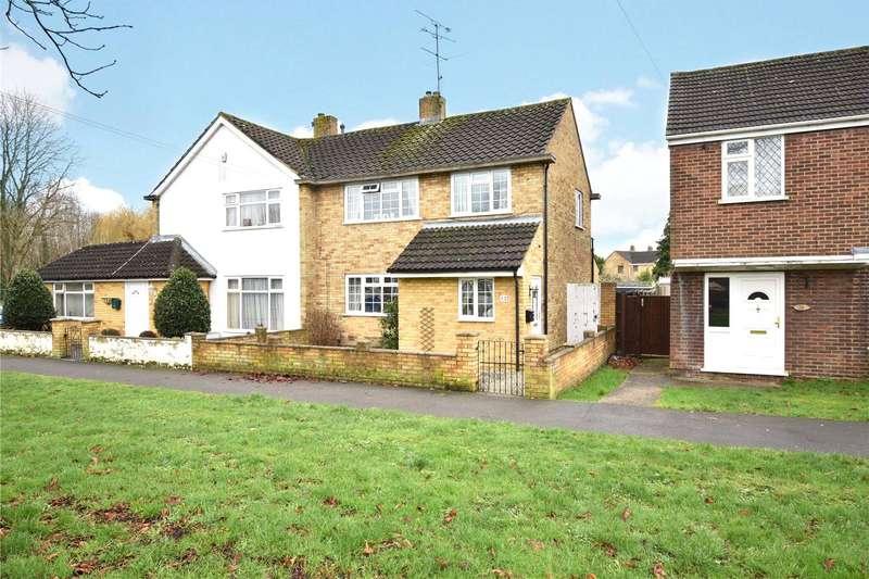 3 Bedrooms Semi Detached House for sale in Cheyne Way, Farnborough, Hampshire, GU14