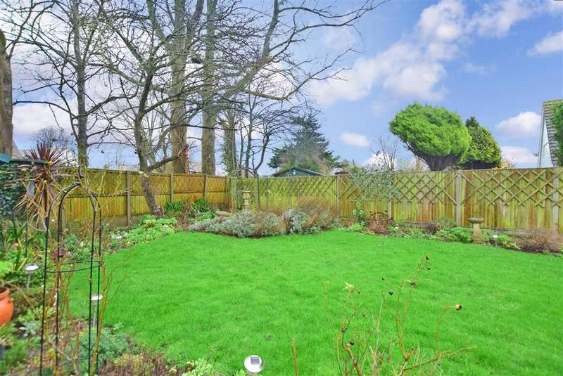 4 Bedrooms Detached House for sale in Blenheim Road, , Littlestone, Kent