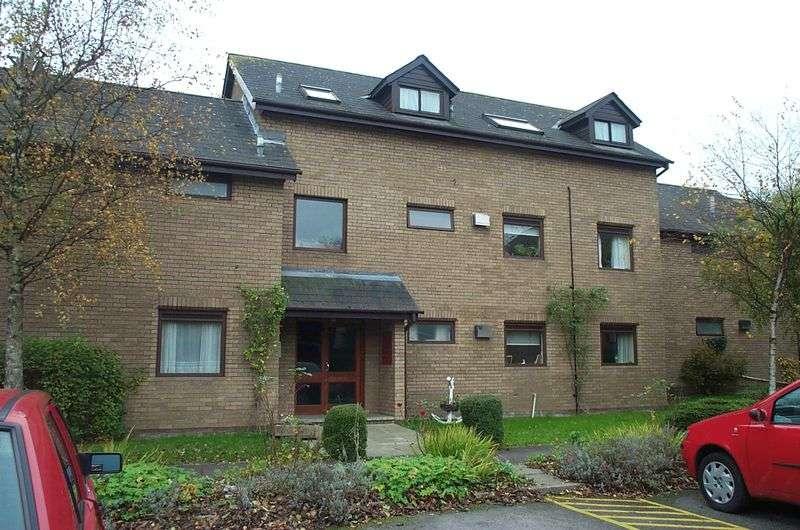 2 Bedrooms Property for rent in 12, Hopyard Meadow, Cowbridge, Vale of Glamorgan
