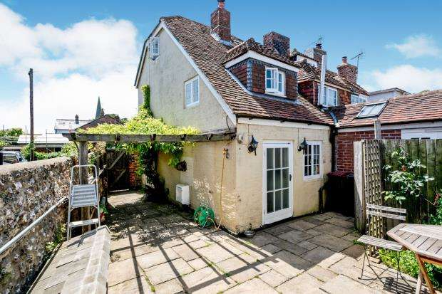 2 Bedrooms End Of Terrace House for sale in Church Road, Westbourne, Emsworth