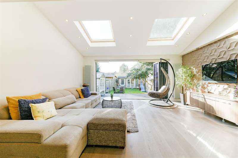 3 Bedrooms Terraced House for sale in Stroud Crescent, Putney Vale, London