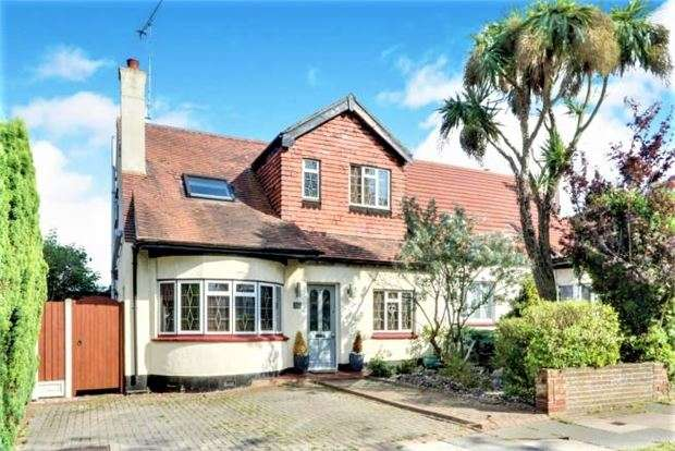 4 Bedrooms Semi Detached House for sale in Blenheim Crescent, Leigh-on-Sea, Leigh on sea, SS9 3DT