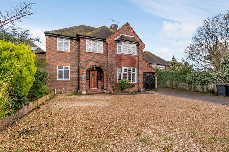 5 Bedrooms Detached House for sale in Ongar Hill, Addlestone, KT15