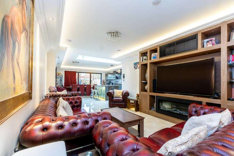 4 Bedrooms House for sale in The Green, Acton, W3