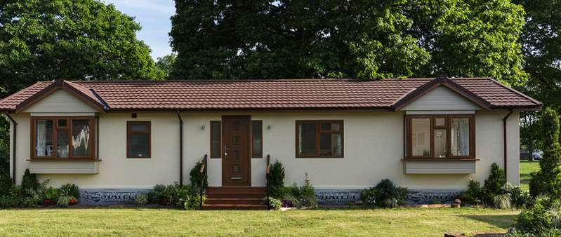 2 Bedrooms Mobile Home for sale in Red River Country Park, Essex