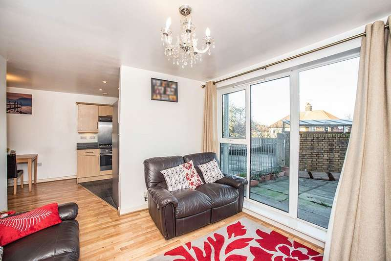 2 Bedrooms Apartment Flat for sale in Clan Ranald House, 49 Bramhope Lane, London, SE7