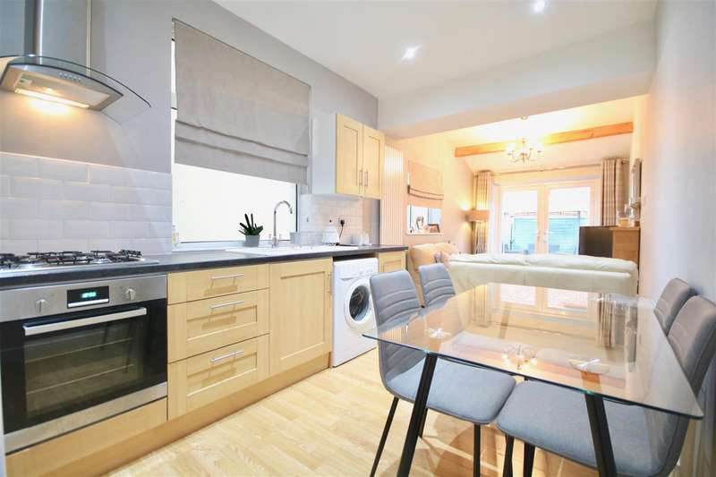 2 Bedrooms Flat for sale in Highland Road, Southsea