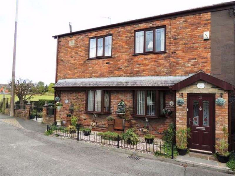 3 Bedrooms End Of Terrace House for sale in Lumb Lane, Droylsden, Manchester