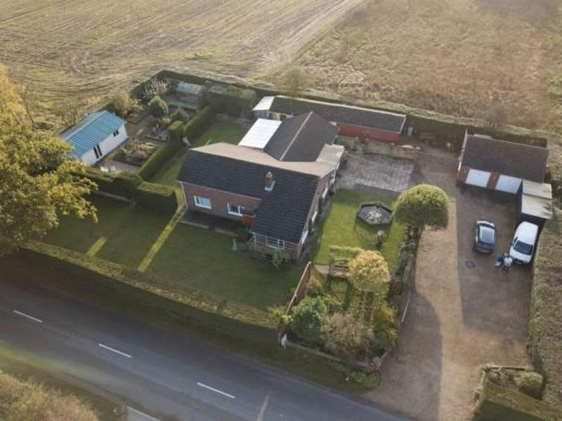 4 Bedrooms Bungalow for sale in Tattershall Road, Woodhall Spa, Lincolnshire, LN10