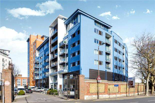 2 Bedrooms Apartment Flat for sale in The Blue Building, Gunwharf Quays