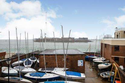 2 Bedrooms Flat for sale in 11 Broad Street, Portsmouth, Hampshire