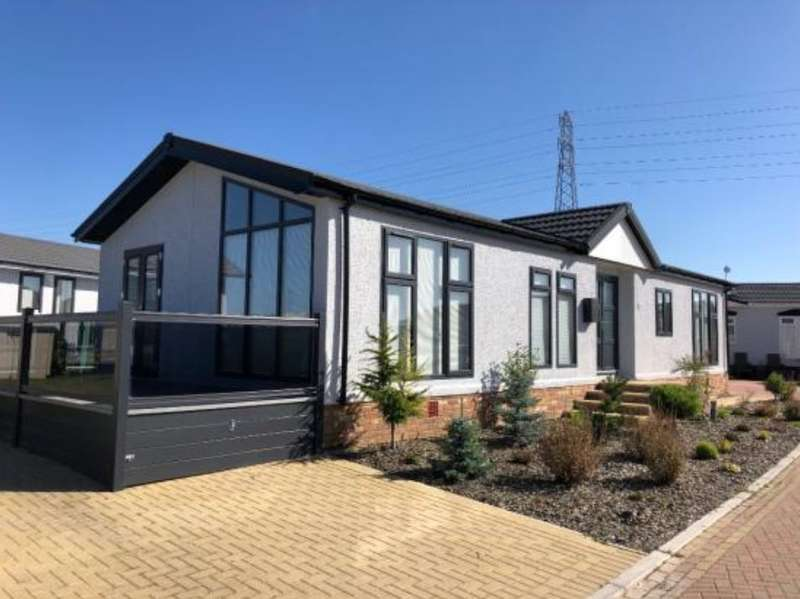 1 Bedroom Mobile Home for sale in Residential Park Home For Sale In Essex