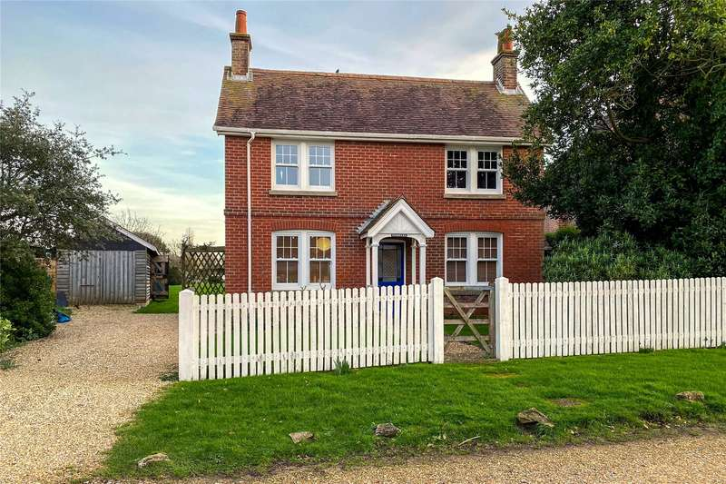3 Bedrooms Detached House for sale in New Road, Keyhaven, Lymington, Hampshire, SO41