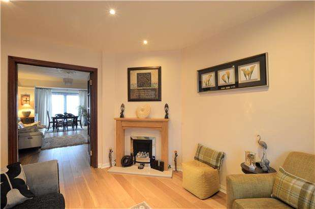 3 Bedrooms Semi Detached House for sale in Bradbourne Vale Road, SEVENOAKS, Kent, TN13 3QQ