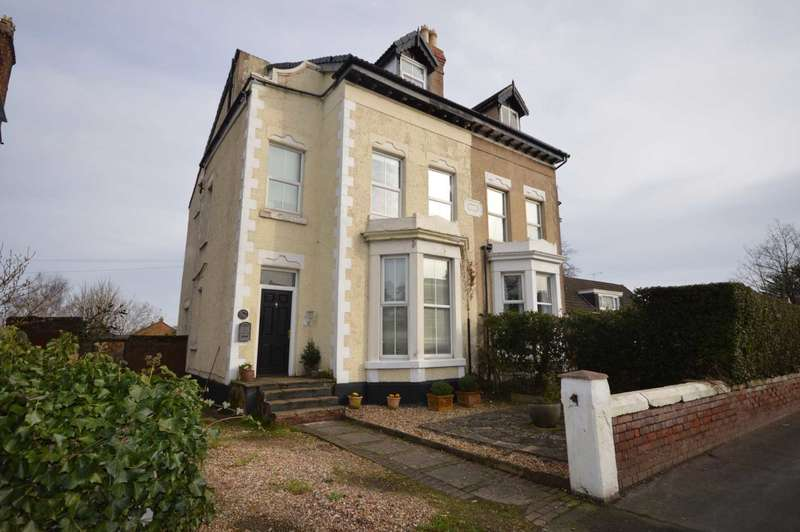 5 Bedrooms Semi Detached House for sale in Chester Road, Little Sutton
