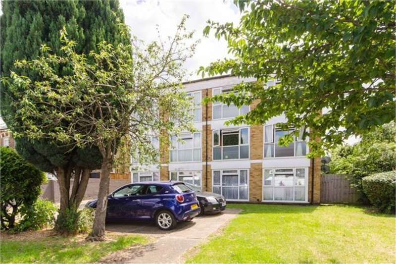 2 Bedrooms Flat for sale in Chingford E4