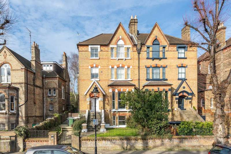 4 Bedrooms Flat for sale in Lyndhurst Road, Hampstead, NW3