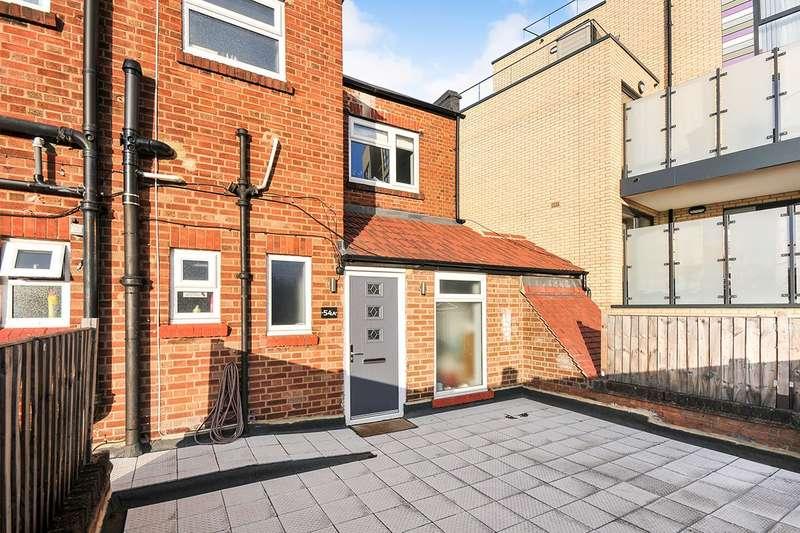 3 Bedrooms Maisonette Flat for sale in Eltham High Street, London, SE9