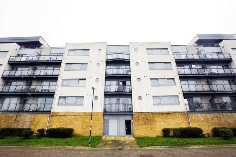 2 Bedrooms Property for sale in Defence Close, West Thamesmead