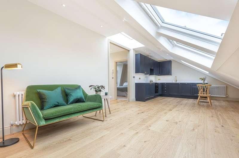 2 Bedrooms Flat for sale in Devereux Road, London, SW11