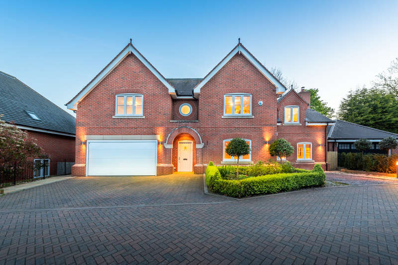 6 Bedrooms Detached House for sale in Ferndale Gate, Blackwell, B60 1GY