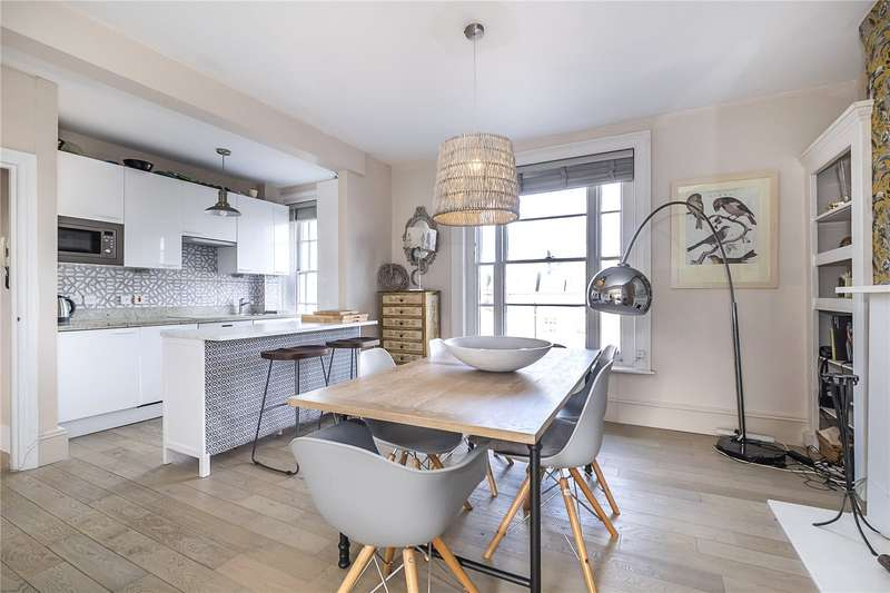 3 Bedrooms Flat for sale in Grafton Square, London, SW4