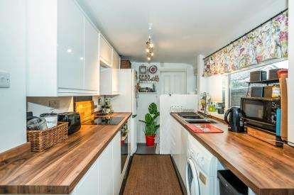 2 Bedrooms Terraced House for sale in Hardway, Gosport, Hampshire