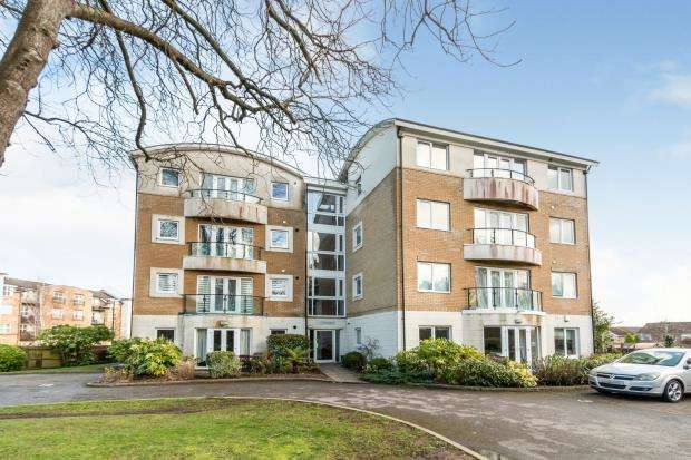 2 Bedrooms Flat for sale in Russell Road, Basingstoke, Hampshire
