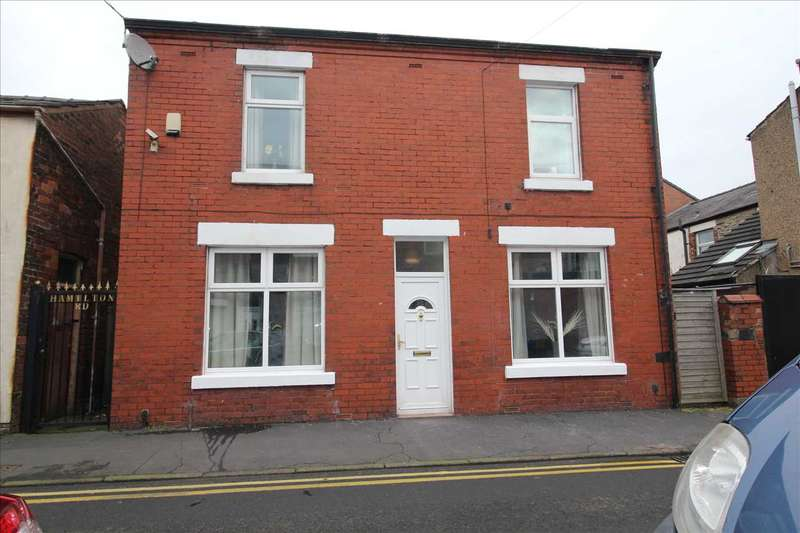 3 Bedrooms Detached House for sale in Hamilton Road, Chorley