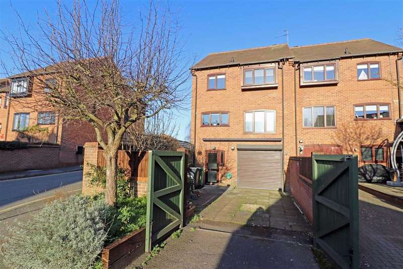 3 Bedrooms Town House for sale in Priory Mews, Warwick, CV34