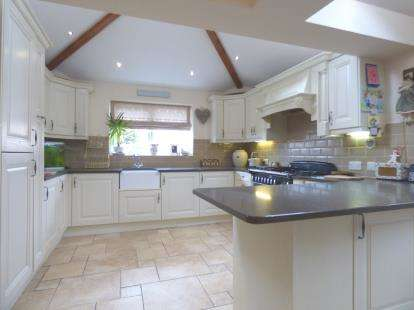 3 Bedrooms Semi Detached House for sale in Blackpool Road, Lea, Preston, Lancashire, PR2