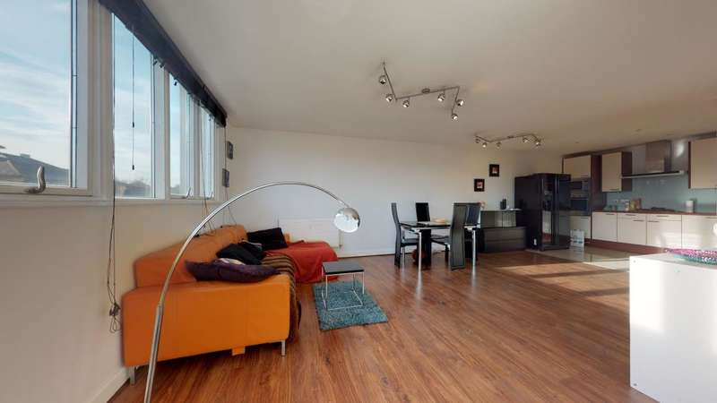 2 Bedrooms Flat for sale in Eastern Quay, London, E16