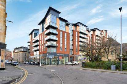 2 Bedrooms Flat for sale in Dunlop Street, Glasgow