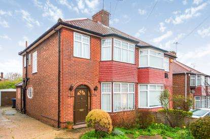 3 Bedrooms Semi Detached House for sale in Springfield Gardens, Kingsbury, London, Uk