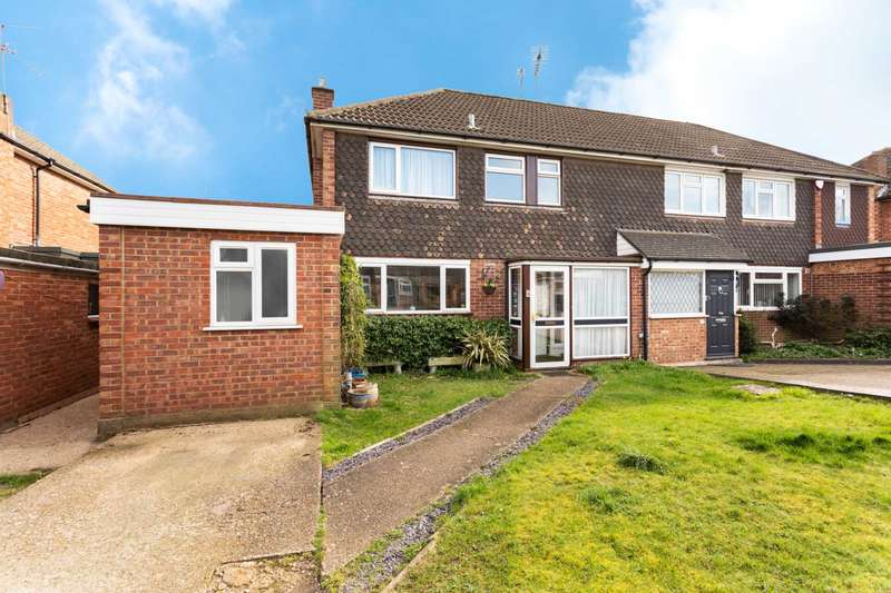 4 Bedrooms Semi Detached House for sale in Marion Close, North Bushey