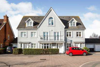 5 Bedrooms Terraced House for sale in Lee On The Solent, Hampshire, .